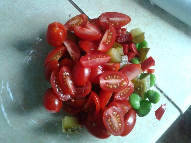 Sałatka z bobu, pomidorków cherry i mozzarelli