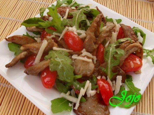 Salatka z boczniakami .