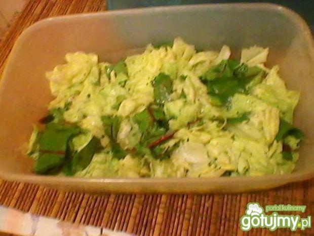 Sałatka z botwiną i sosem koperkowym