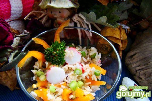Sałatka z brązowego ryżu i kraba