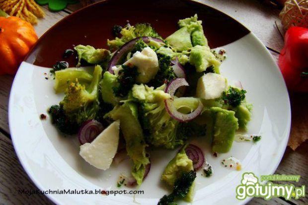 Sałatka z brokuła i awokado