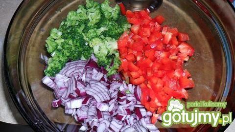 Sałatka z brokułem i fetą 2