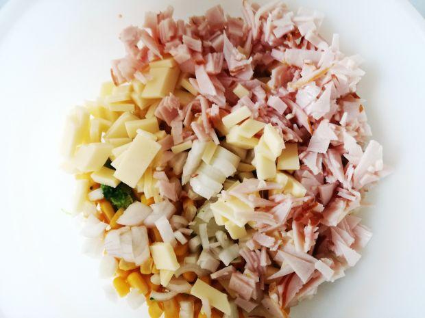 Sałatka z Brokułem i Kukurydzą