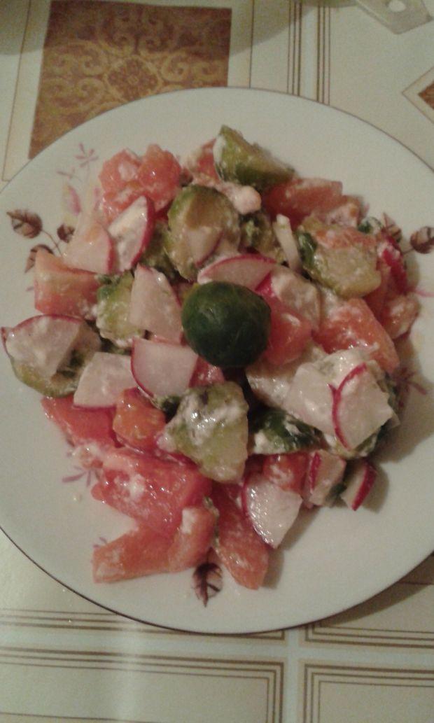 Sałatka z brukselki i pomidorów