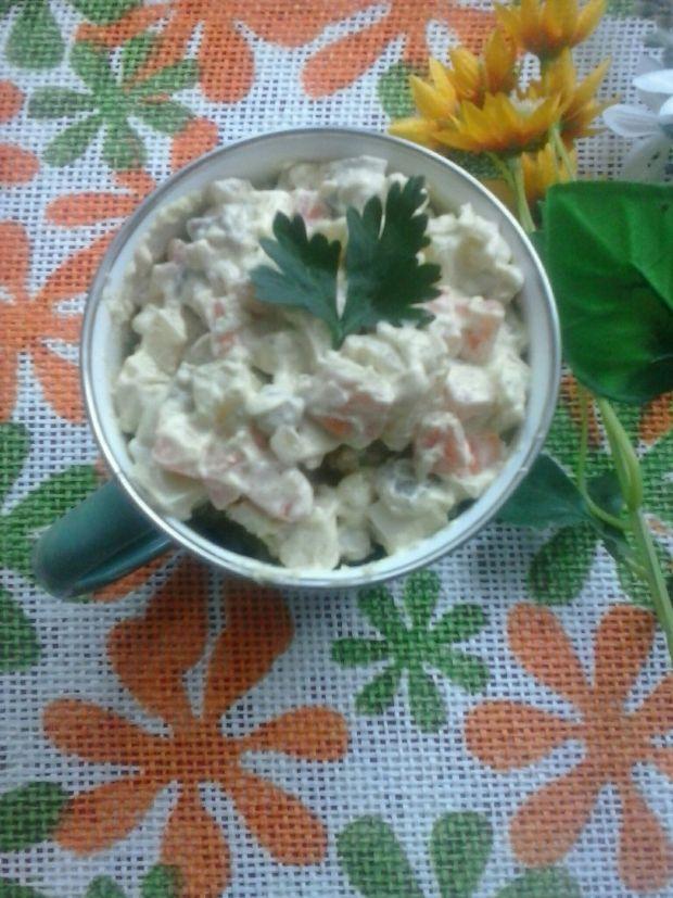 Sałatka z brzuszka łososia z avokado i marchewką