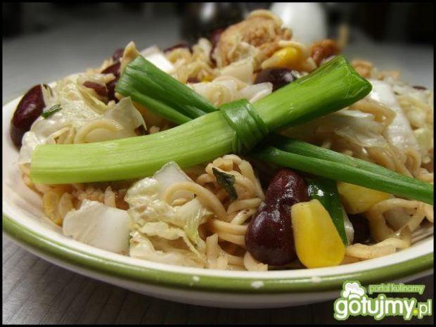 Sałatka z chińskich zupek  i kurczaka