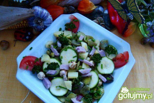 Sałatka z cukini ,bobu i ziemniaków