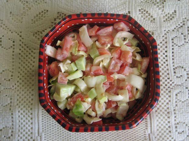 Sałatka z cykorii, pomidora i ogórka