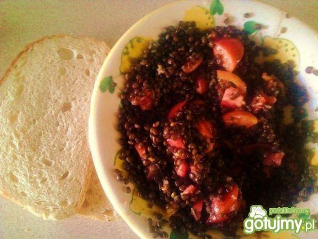 Sałatka z czarnej soczewicy