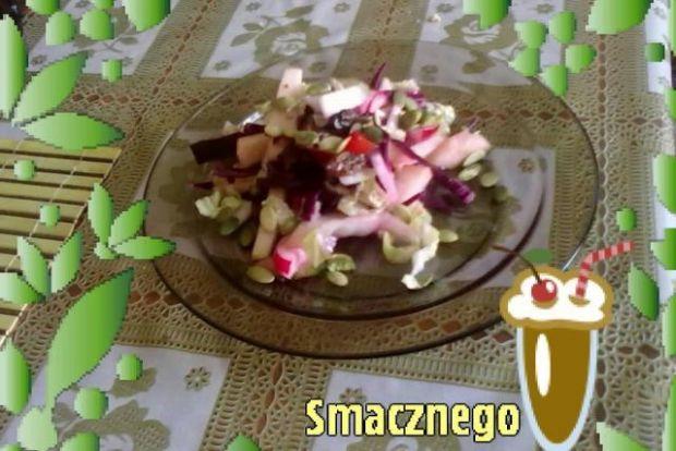 Sałatka z czerwoną cebulką