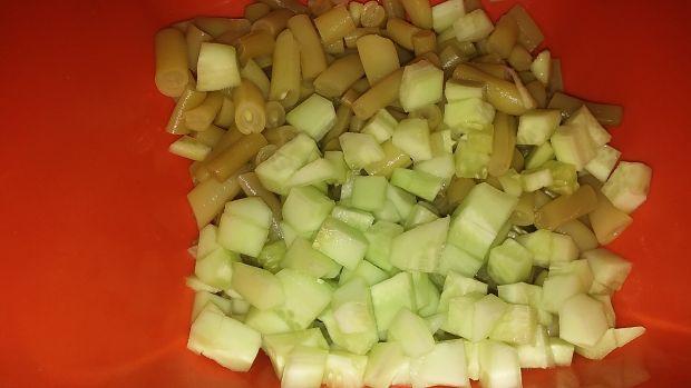 Sałatka z dodatkiem fasolki szparagowej