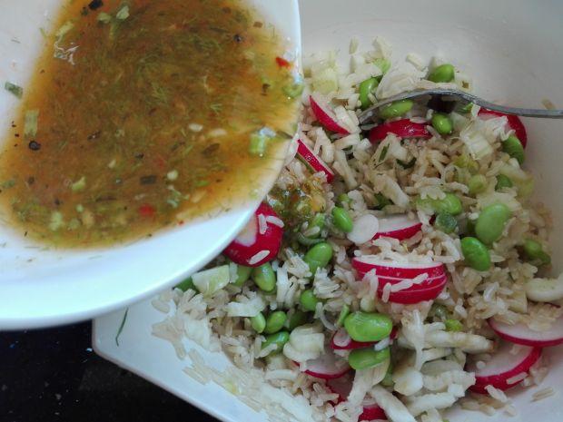 Sałatka z dzikiego ryżu, soi i fenkułu