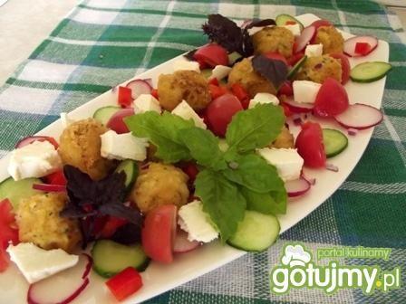 Sałatka z falafelami