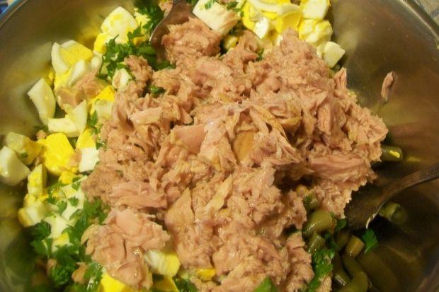 Sałatka z fasolką szparagową i tuńczykiem