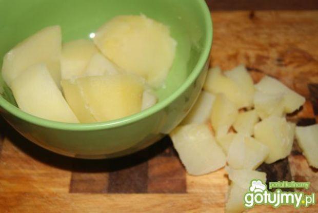 Sałatka z fasolki, jajek i pyrek