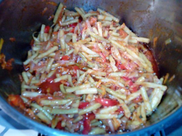 Sałatka z fasolki szparagowej z czosnkiem na ostro