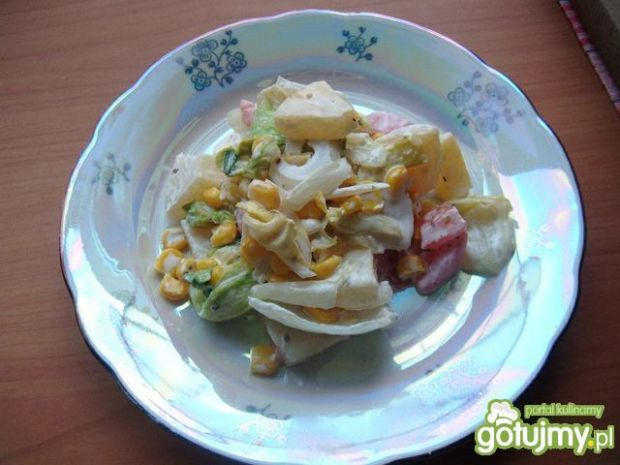 Sałatka z fetą i ananasem