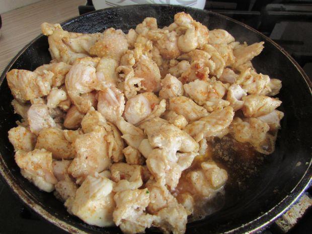 Sałatka z filetem z kurczaka