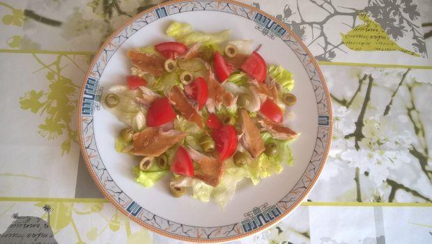 Sałatka z filetem z makreli na sałacie
