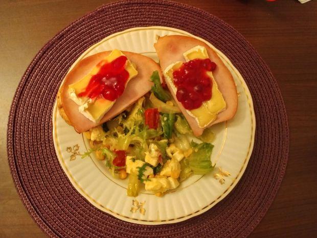 Sałatka z gorgonzolą i domowym sosem vinegret