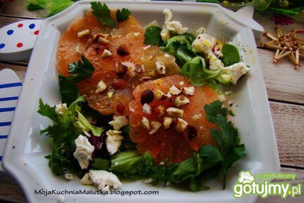 Sałatka z grejpfrutem i fetą