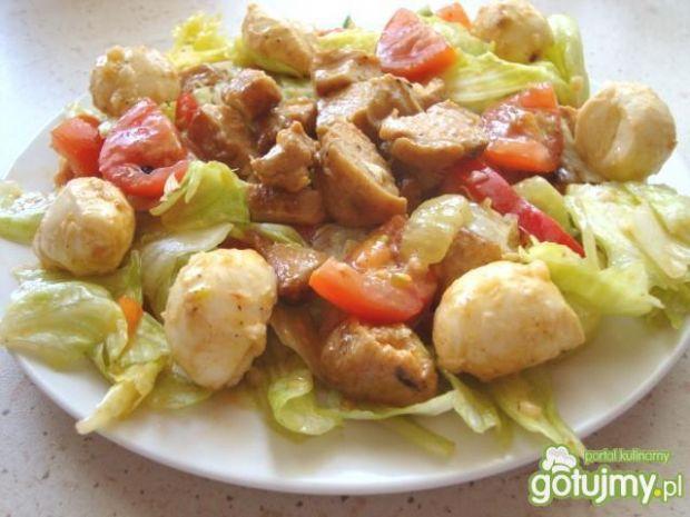 Sałatka z grillowanym kurczakiem