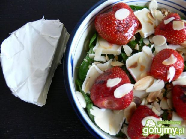 Sałatka z grillowanymi truskawkami