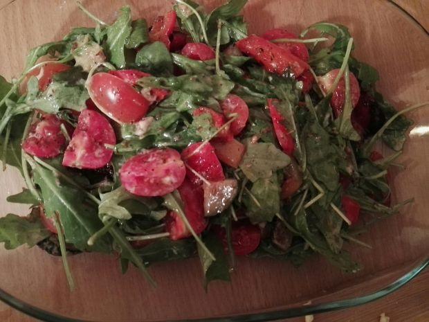 Sałatka z grillowanymi warzywami i krewetkami