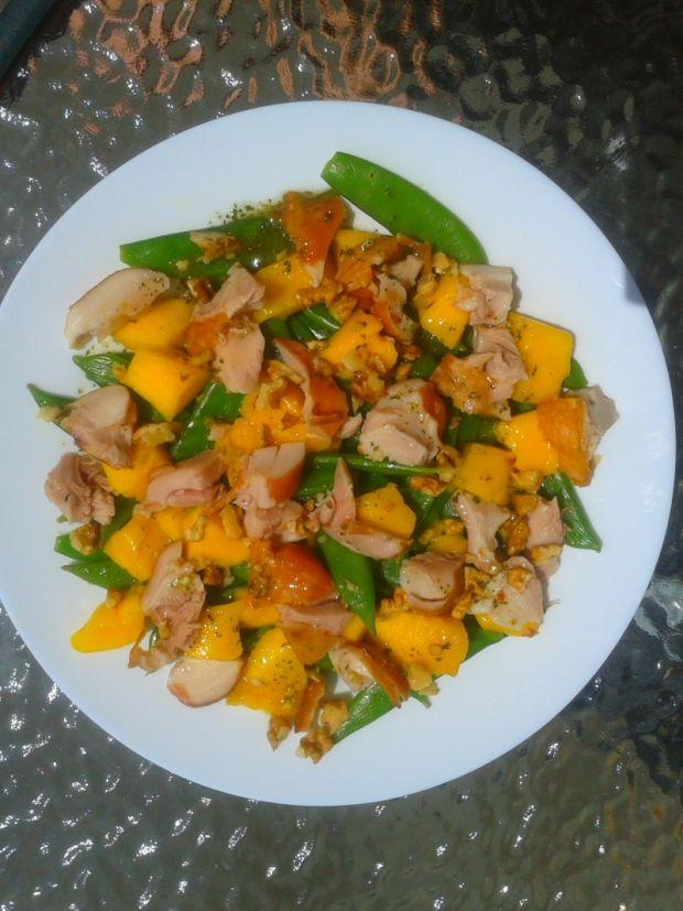 Sałatka z groszku cukrowego z mango