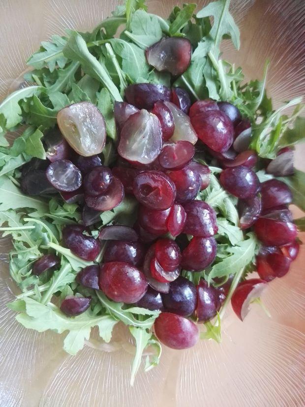 Sałatka z indykiem i winogronami