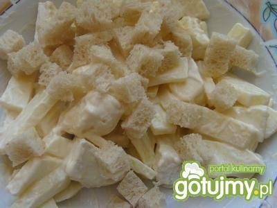 Sałatka z jabłkiem i serem pleśniowym