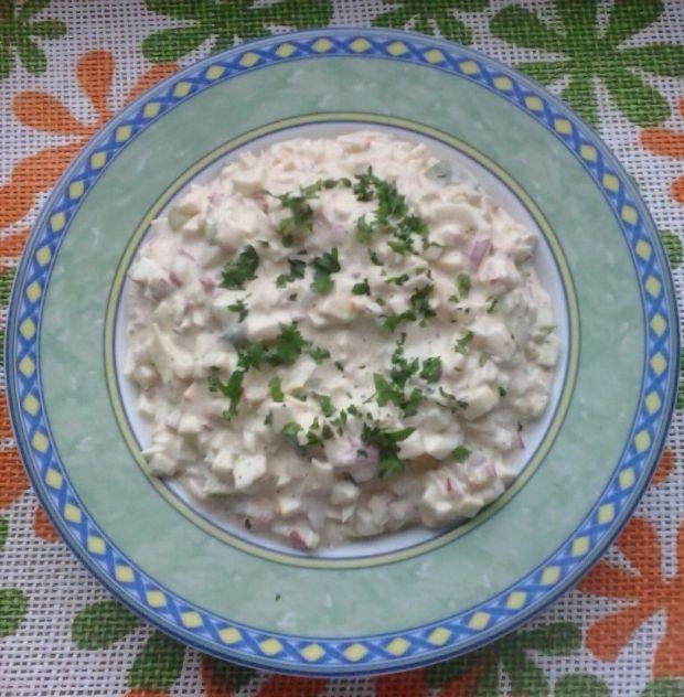 Sałatka z jajek, mozzarelli i rzodkiewki