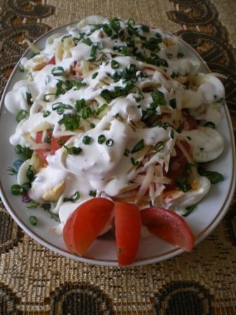 Sałatka z jajkami i pomidorami
