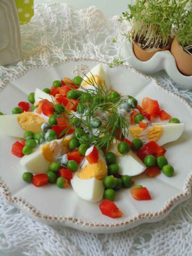 Sałatka z jajkiem i dresingiem jogurtowym