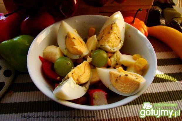 Sałatka z jajkiem i mozzarellą