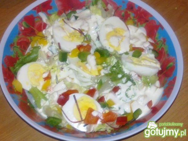 Sałatka z jajkiem i papryką