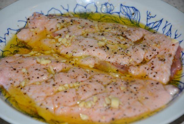 Sałatka z kaczką i sosem chrzanowym z pieprzem