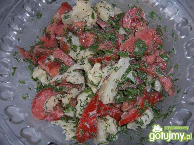 Sałatka z kalafiora i pomidorów 2