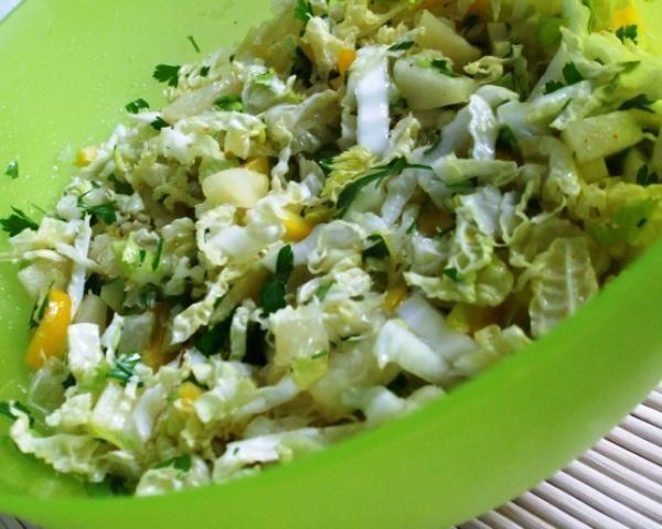 Salatka z kapusta pekinska, grejfrutem,