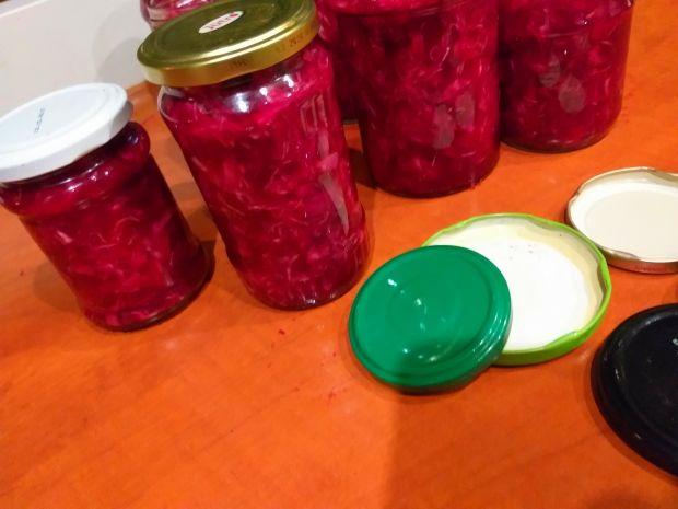 Sałatka z kapusty, buraków i cebuli