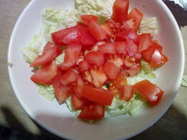 Sałatka z kapusty pekińskiej i pomidora