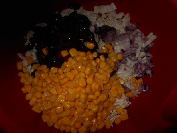Sałatka z kapusty z fasolką i kukurydzą