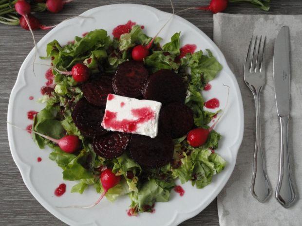 Sałatka z karmelizowanymi burakami i fetą