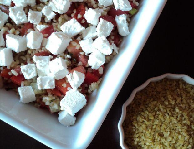 Sałatka z kaszą bulgur i serem feta