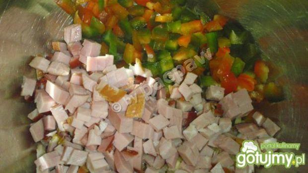 Sałatka z kaszą gryczaną ,szynką