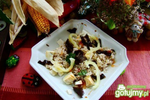 Sałatka z kaszy i grzybów mun z tofu
