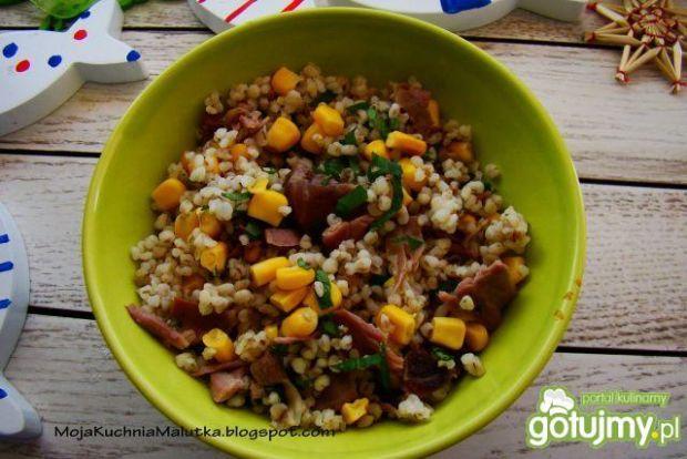 Sałatka z kaszy indyka i kukurydzy