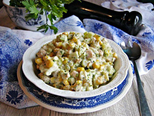 Sałatka z keczupowym kurczakiem i brokułem