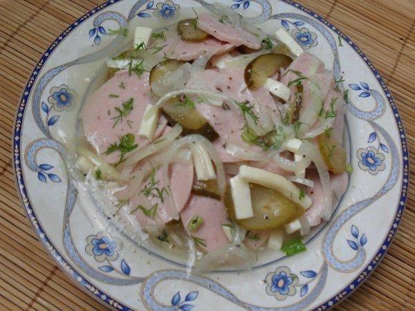 Salatka z kielbasy.