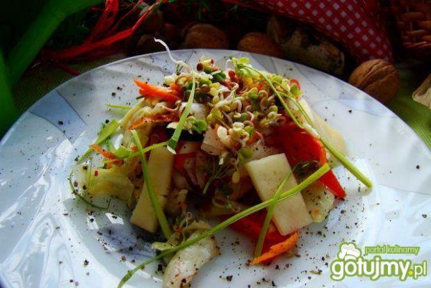 Sałatka z kiełkami i serem